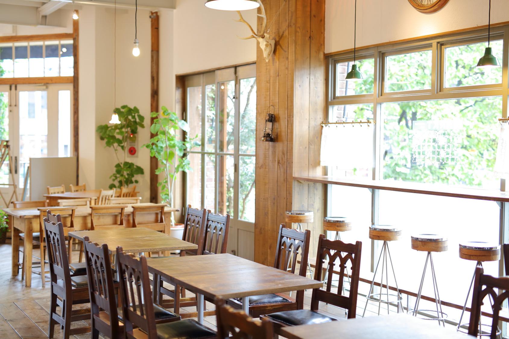 街コンレポート_アットホームな木目調のレストラン店内