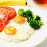 街コンレポート_目玉焼きとバナナなどの朝食メニュー