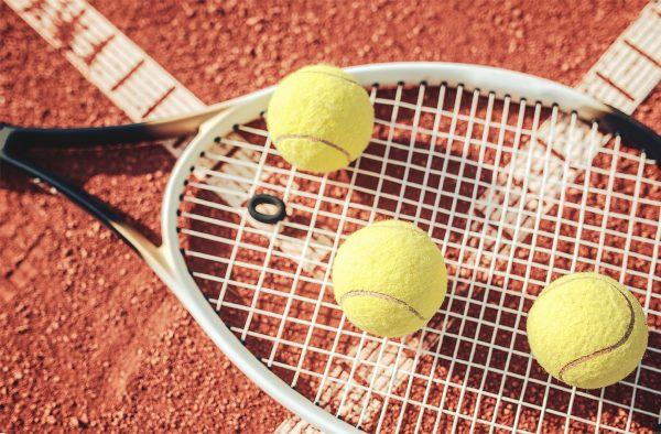 街コンレポート_テニスラケットとテニスボール
