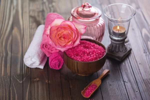 街コンレポート_ピンクのバラと岩塩