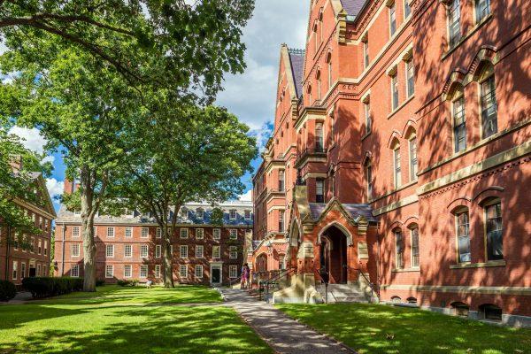 街コンレポート_ハーバード大学の校舎