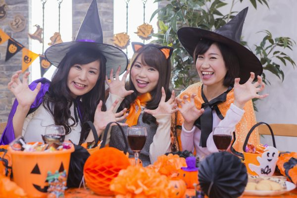 街コンレポート_仮装をしてパーティーを楽しむ女性達