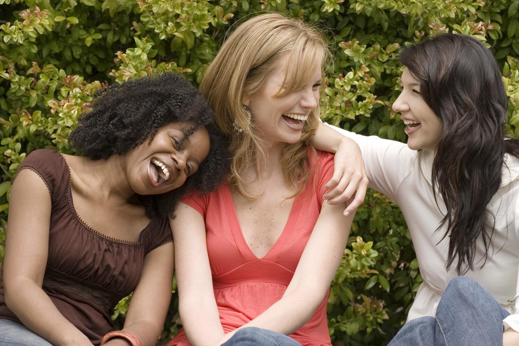 街コンレポート_3人の女性が笑っています