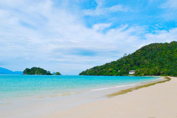 街コンレポート_美しい砂浜と海