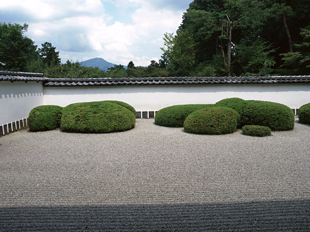 街コンポータル_砂紋が美しい日本庭園