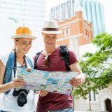 街コンレポート_カップルが地図を見て散策してます