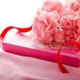 街コンレポート_カーネーションとピンクの箱