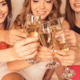 街コンレポート_シャンパンで乾杯している女性達