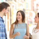 街コンレポート_男女3人で会話を楽しんでいます
