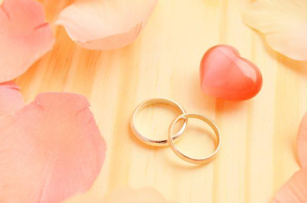 街コンレポート_テーブルの上に並んでいる結婚指輪