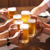 街コンレポート_ビールで乾杯している様子