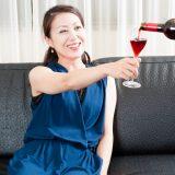 街コンレポート_ワインを飲む女性