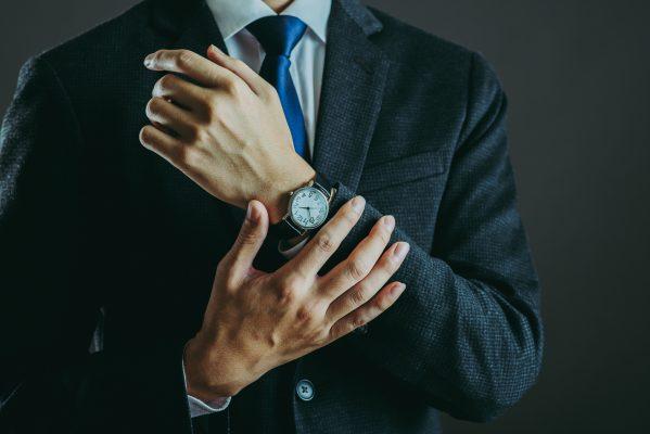 街コンレポート_スーツを着た男性